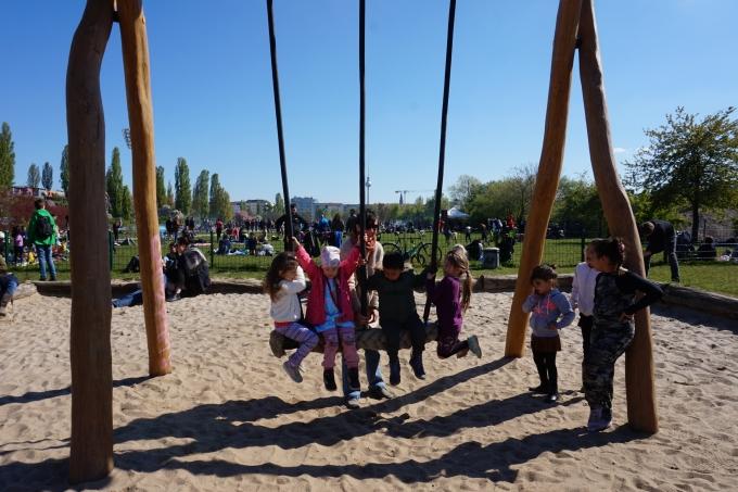 Berliinin Mauerpark ja lasten leikkipaikat