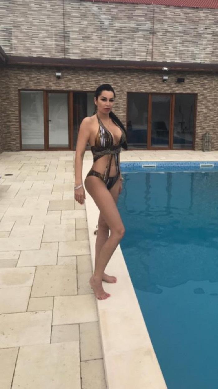 Brigitte a publicat o poză în costum de baie, dar fanii au sesizat un detaliu omis de aceasta foto: Facebook