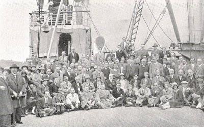 Grupo de maestros y organizadores que participaron en la III Olimpíada de Ajedrez Hamburgo 1930