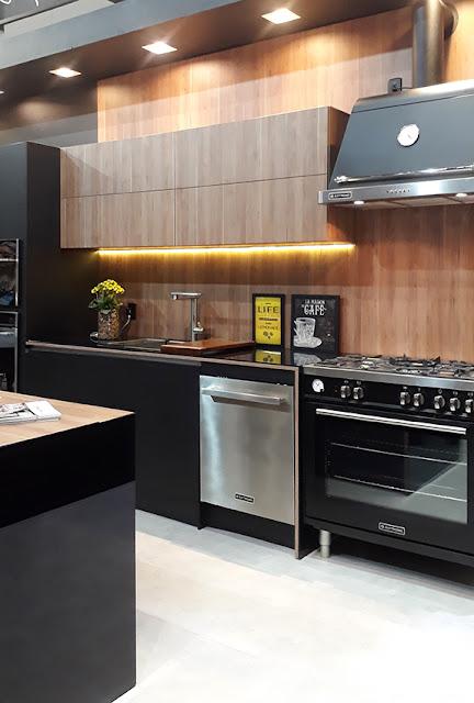 projeto cozinha madeira e preto