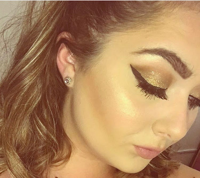 Glitter, Gold and Glowing!   If I had to describe my go to makeup in three words, the description above fits the look perfectly.