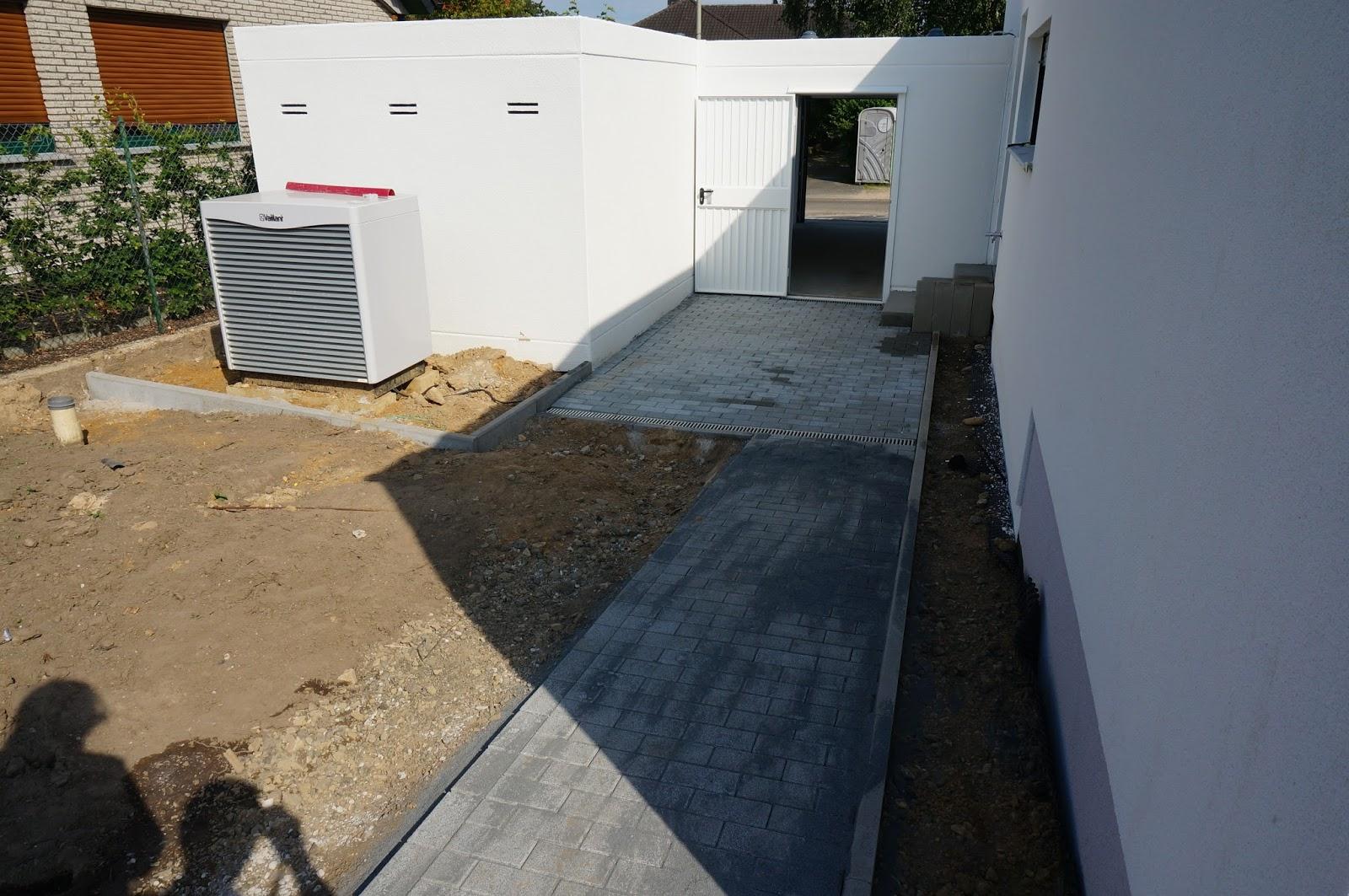 go tetelrath kleine terrasse beim filzraum die steine. Black Bedroom Furniture Sets. Home Design Ideas