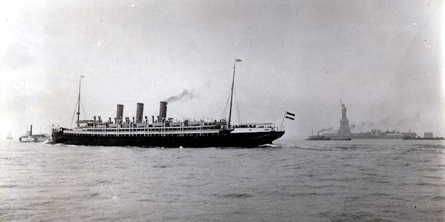 AUGUSTA VICTORIA (C) HL Cruises