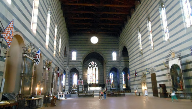 Sobre a Basílica of San Francesco em Siena