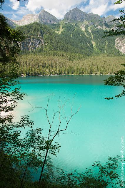 Lago di Tovel Italia paisaje montaña turquesa