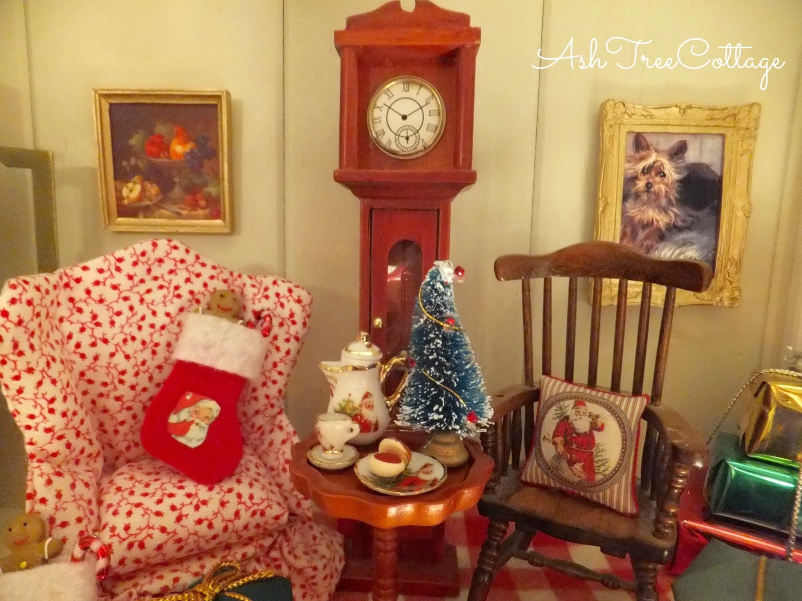 one more look at the dollhouse at christmas