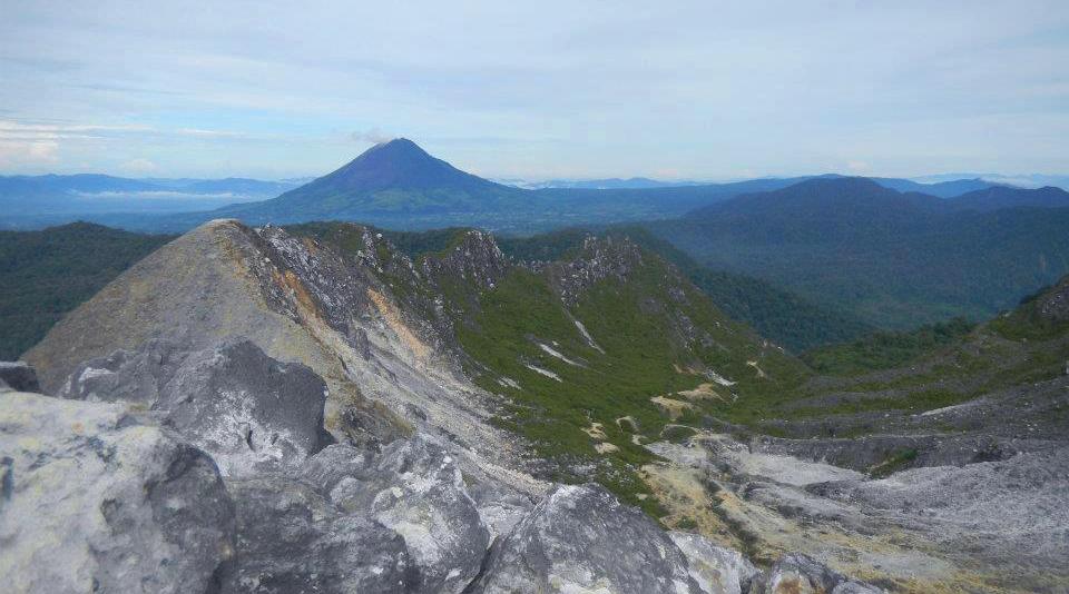 gunung bersang karean pendaki alay dan suka buka sampah
