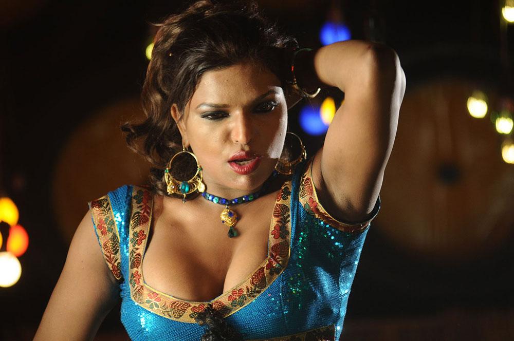 Shalini Naidu Hot Item Song Hot Sexy Cleavage Show Photos -6053