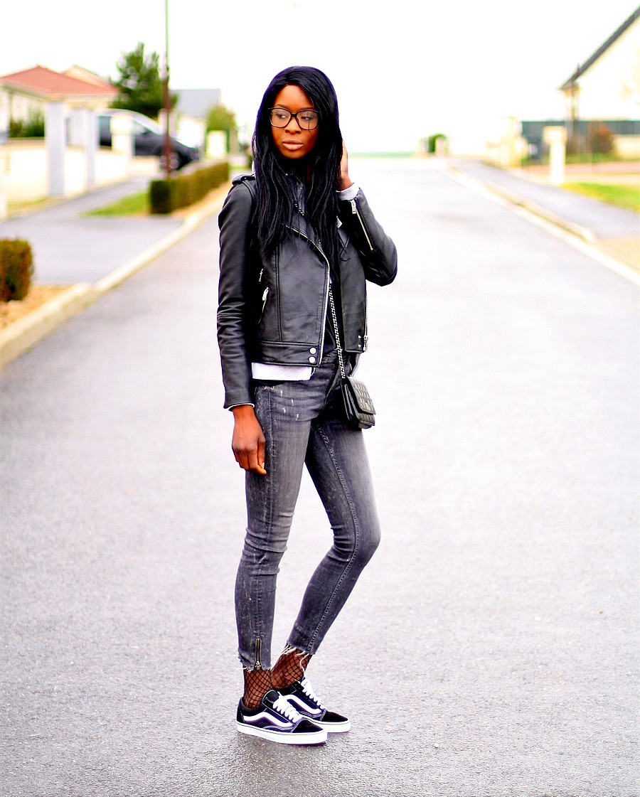 fishnets-trend-sneakers-vans-old-skool-leather-jacket