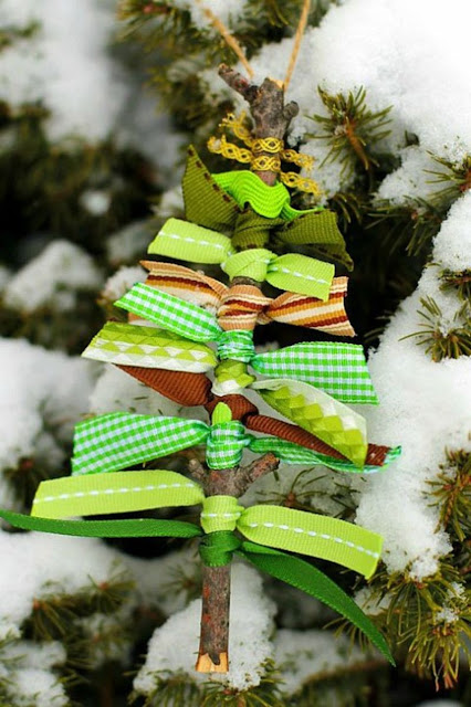 Over 25 amazing ideas on how to update your Christmas decor without spending a ton of money! #Christmas #Holidays #Giftgiving #Upcycling #Handmade #Decor