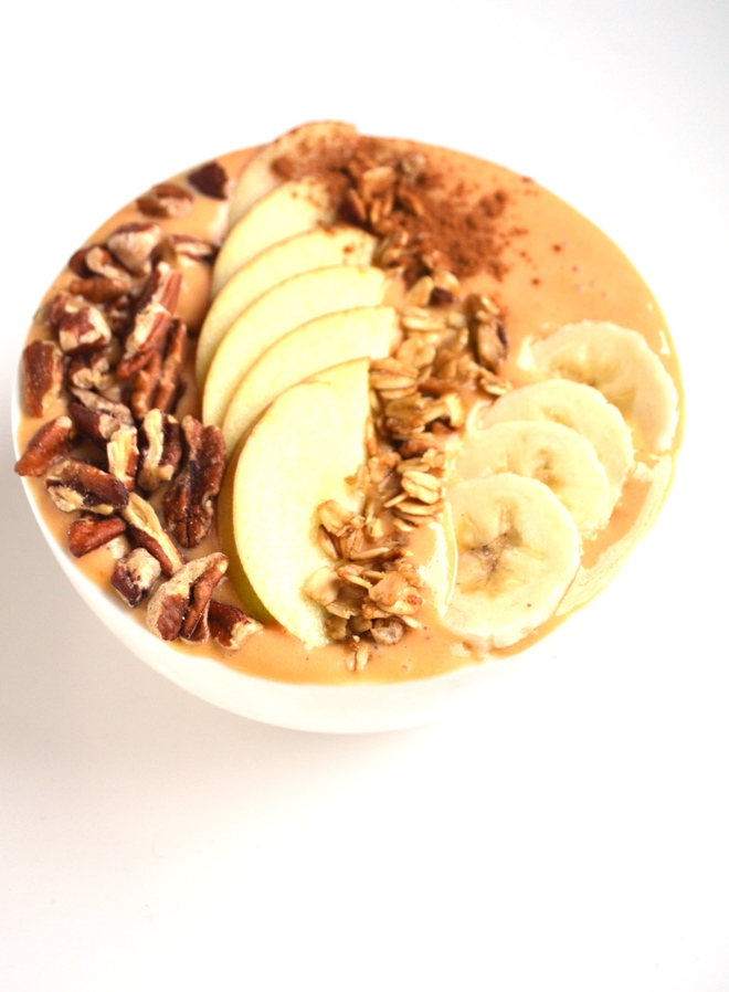 Pumpkin Pie Smoothie Bowl is ready in under 5 minutes and tastes like your favorite pumpkin pie but is packed full of nutrients and fun toppings! www.nutritionistreviews.com
