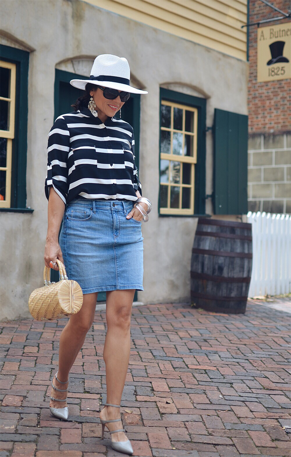 Denim pencil skirt street style