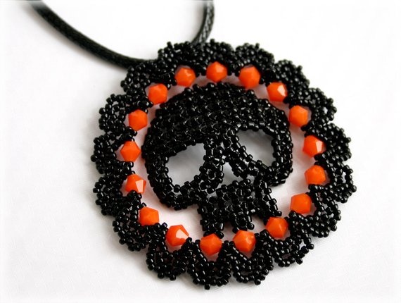 beaded Halloween Skull Pendant tutorial