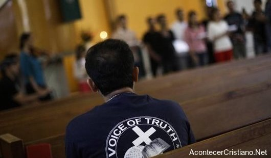 Refugiados musulmanes se convierten al cristianismo