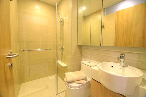 Hanson Court Suites Type C Bathroom