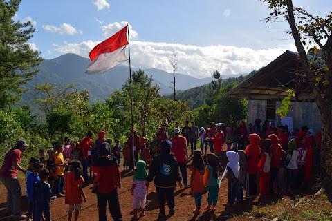 Perjuangan Relawan SEJARA Menuju Lokasi Pengabdian