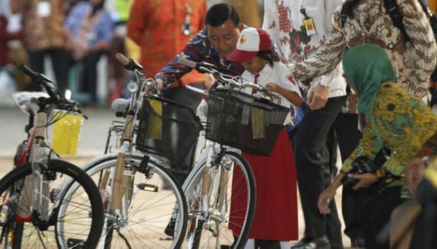 Ditagih Sepeda, Jokowi Janji Berikan Setelah April 2019