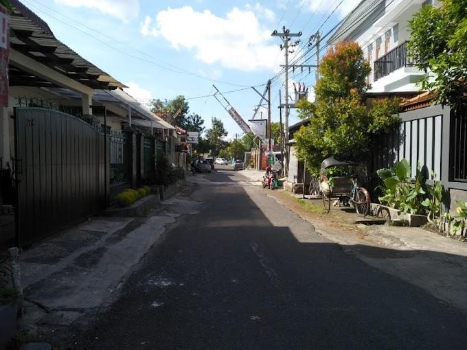 Rumah Etnik Jawa pinggir jalan aspal Lingkungan Exclusive Tengah Kota TIMOHO