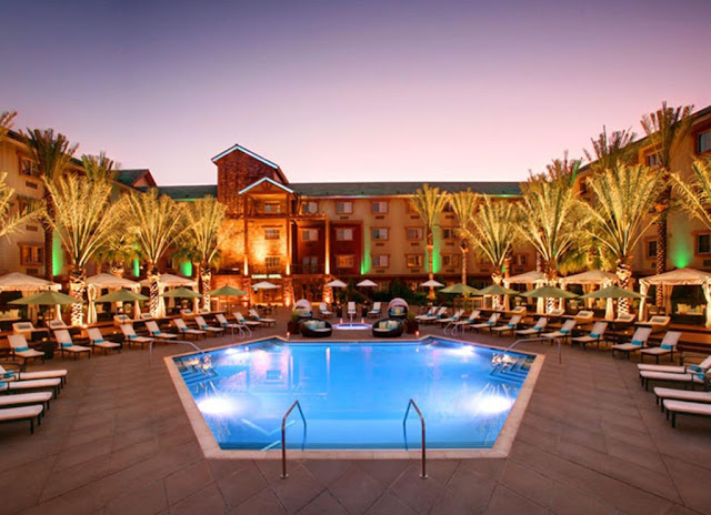 Reserve your spot at the Silverton Casino Hotel, the only rustic, modern lodge in Las Vegas. Each of the hotel rooms comes with plush comforts like pillow-top mattresses and wi-fi internet.