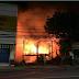 เพลิงไหม้บ้านไม้สภาพเก่ากลางเมืองภูเก็ตวอดทั้งหลัง คาดว่าคนวิกลจริตจุดไฟเผาเจ้าหน้าที่ตำรวจคุมตัวไปสอบสวนหาสาเหตุที่แท้จริง  เมื่อเวลา 05.10 น. วันนี้ (3 ธ.ค.)