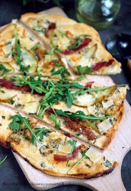 pizza, bianca, gorgonzola, gruszka, boczek, bernika, kulinarny pamietnik, obiad