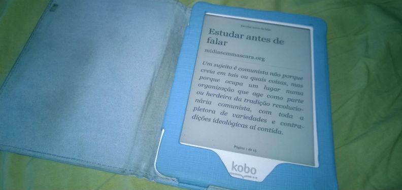 Disponibilizar seu ebook em formato PDF é obrigar o leitor a imprimir o livro para ter melhor conforto na leitura. Vamos usar o ePub.