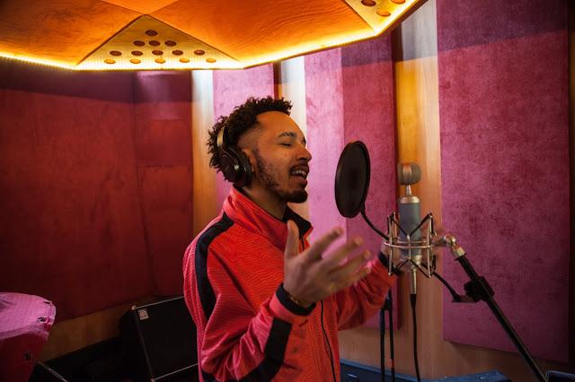 O rapper carioca Gxlden se prepara para lançar seu segundo trabalho, o EP Visões de Cria