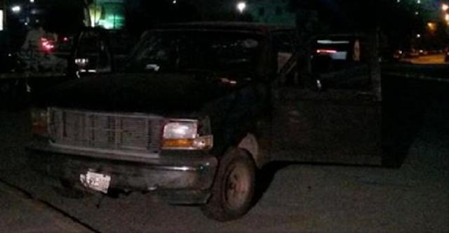 VIDEO; Captan momento en que policías rematan a Sicarios quienes se encontraban ya heridos dentro de camioneta