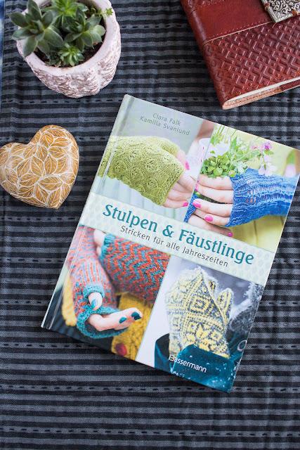"""Rezension des Buches """"Stulpen & Fäustlinge"""" von Kamilla Svanlund und Clara Falk, erschienen im Bassermann Verlag // PR-Sample - DIY Anleitungen Stricken einfache und fortgeschrittene Projekte"""