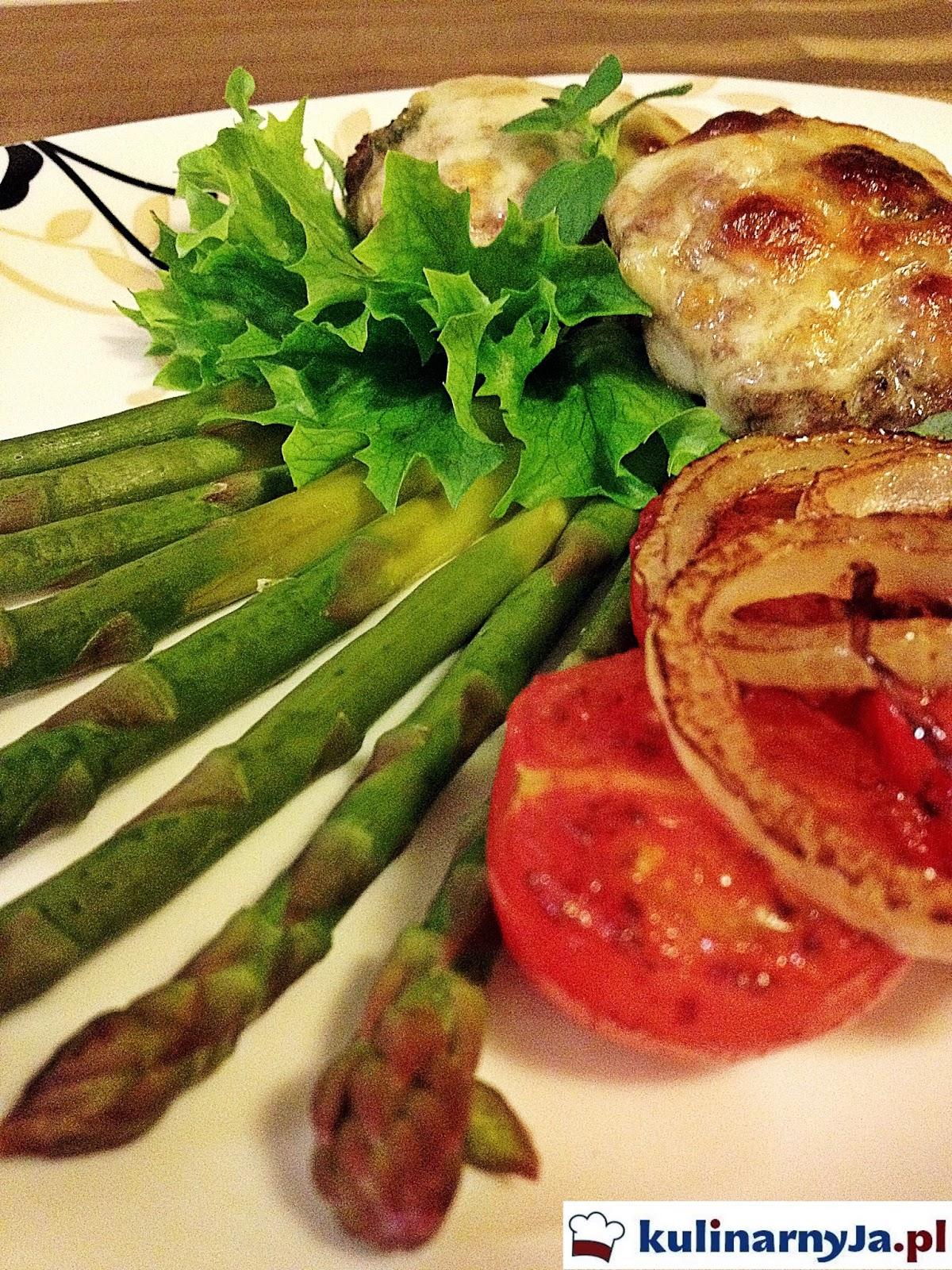 Kotlety z wołowiny z imbirem, oregano i mozzarellą
