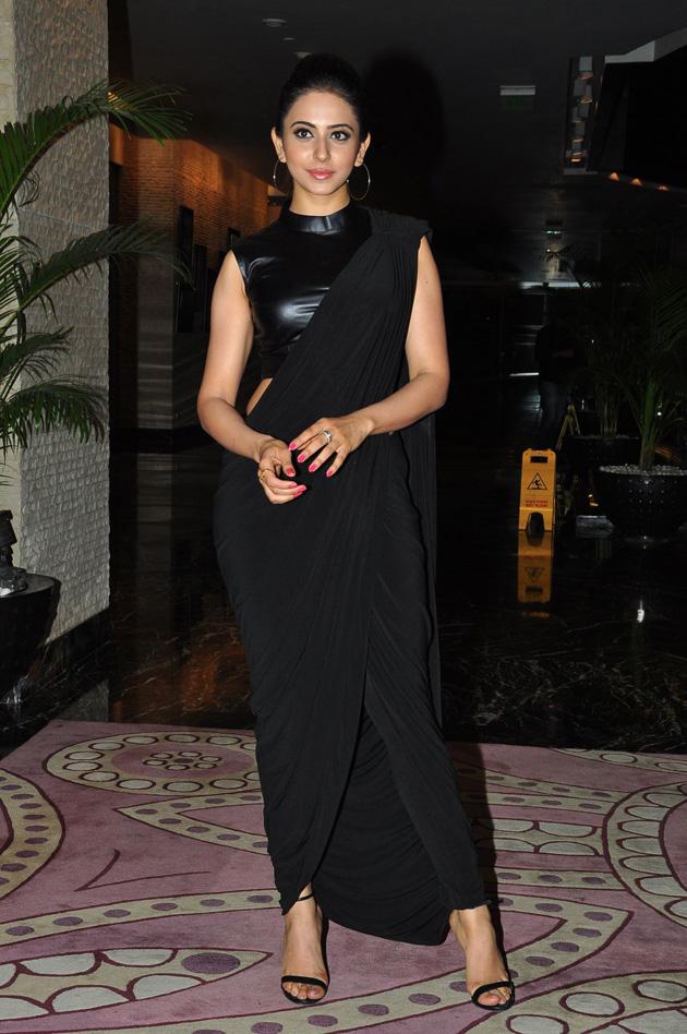 Rakul Preet Singh Looks hot in Black Dress Pic