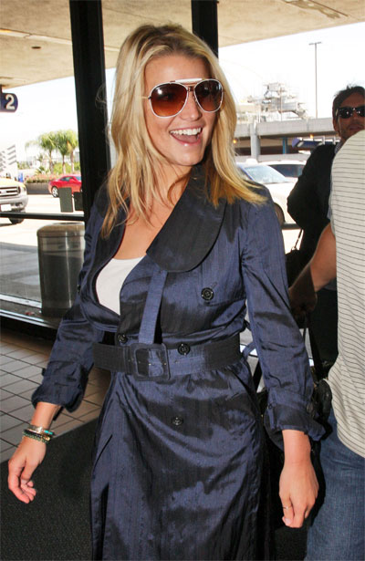 01edfe5646ad This time we will show when Jessica Simpson wore glasses she really looks  beautiful when wearing Sunglasses. Here is picture of Jessica Simpson  Sunglasses.
