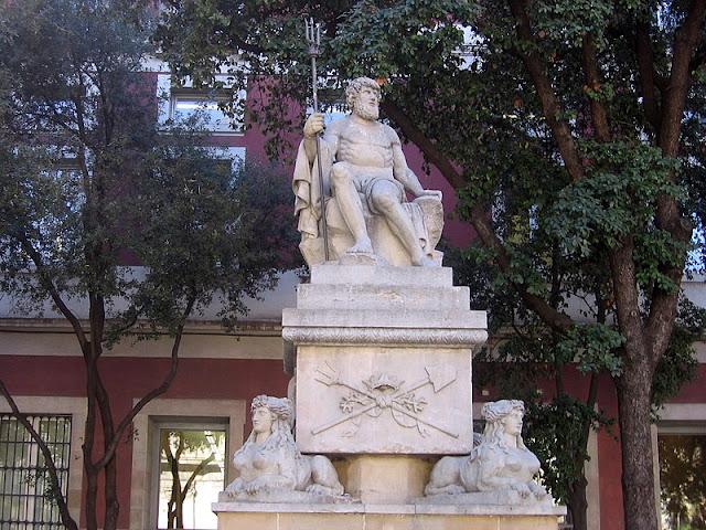 Esguard de Dona - Estàtua de Neptú, obra d'Adrià Ferran i Vallès