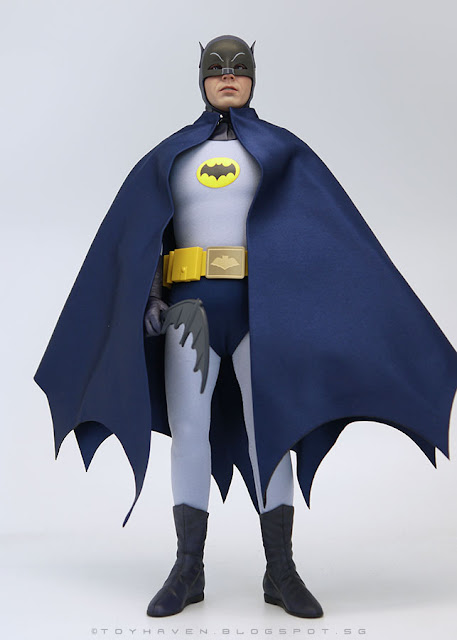 osw.zone Hot Toys MMS218 1966 Batman 1 / 6. Scale Adam West Batman Collector figure Rating