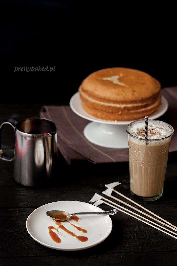 Vanilla pound cake with cream, bananas and caramel sauce