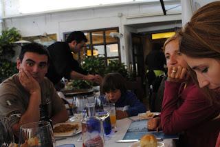 Yolanda, Izan y yo en el restaurante Casa Gallau.