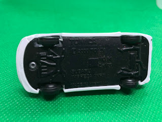 SUBARU IMPREZA WRX のおんぼろミニカーを底面から撮影