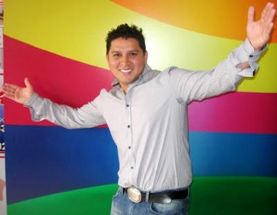Foto de Néstor Villanueva posando muy feliz