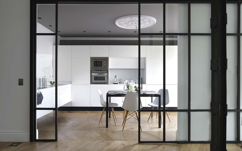 Elegantemente cerrada elegantemente abierta ministry of deco - Puerta cristal cocina ...