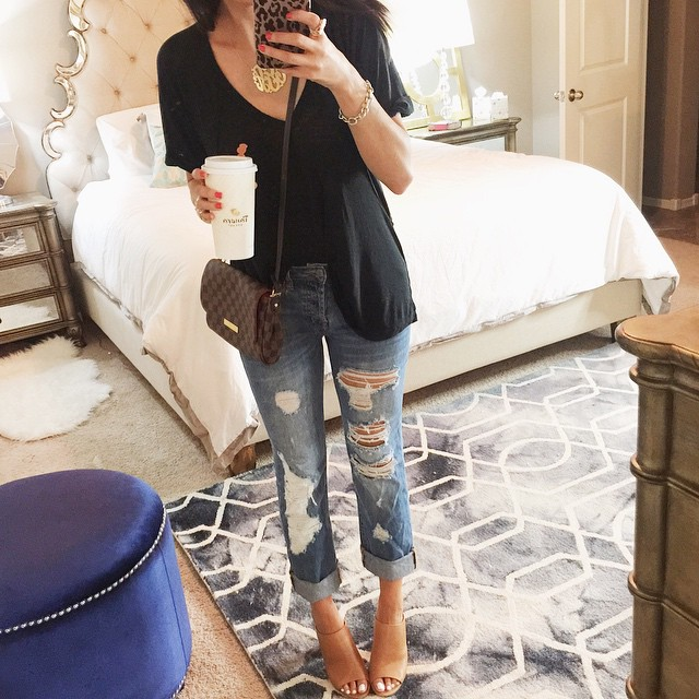 how to style boyfriend jeans, how to wear boyfriend jeans, nasty gal boyfriend jeans, free people tee, louis vuitton favorite bag, emily gemma bedroom