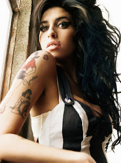 Foto de Amy Winehouse con tatuaje