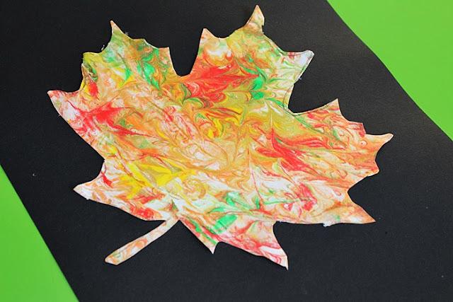 http://www.kreatywniewdomu.pl/2018/11/jesienny-lisc-pianka-malowany.html