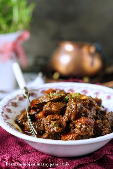 gulasz, wolowina, pomidory, obiad, wolnowar, wolne gotowanie, bernika, kulinarny pamietnik