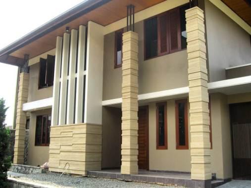 Tiang depan rumah type 30 dengan batu alam
