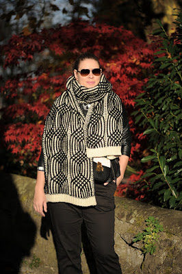 http://seaofteal.blogspot.de/2015/11/wrapped-up-knit-leather_4.html