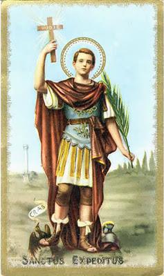 San expedito joven vestido de soldado romano con cruz, palma y pisando un cuervo