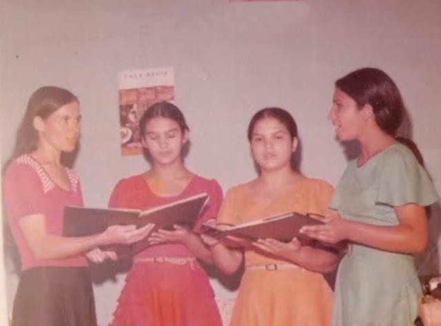 O Quarteto Harmonia Celeste foi fundado em 25 de fevereiro de 1973, com as irmãs Eula Paula, Ivete, Itagira e Altair, que louvam com divisão vocal.