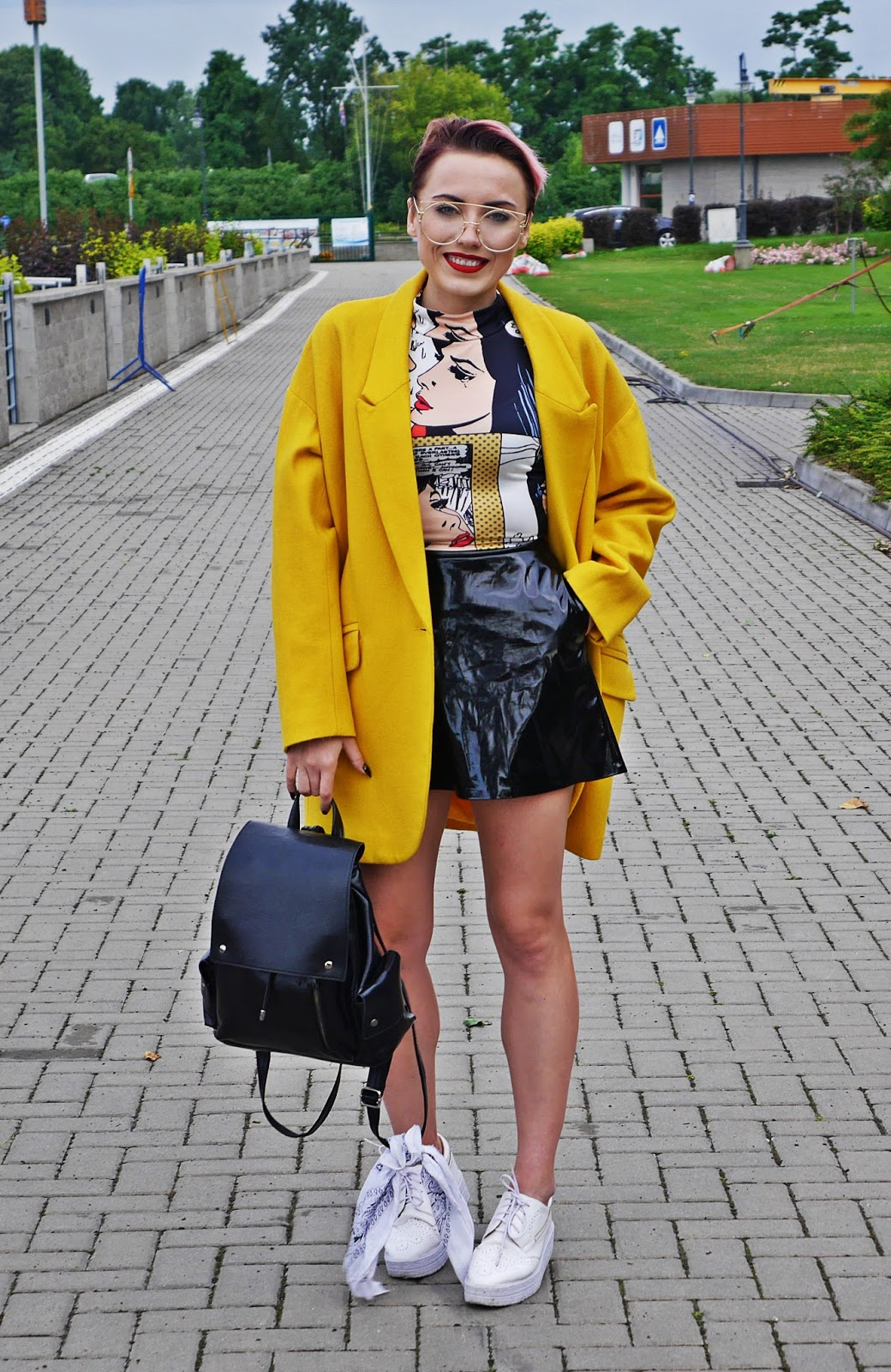 yellow_oversize_coat_jacket_black_skirt_platform_shoes_blog_modowy_karyn_060717afg