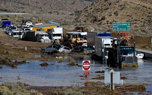 #Disaster : More than a dozen killed in California mudslides