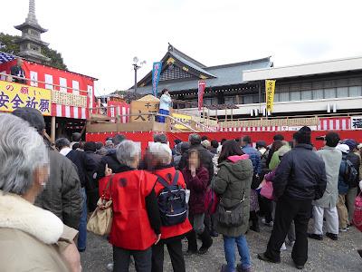 成田山不動尊 節分祭 特設舞台で歌謡ショー